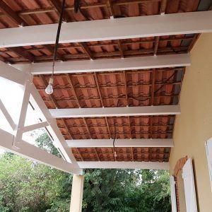 Pose de lambris en PVC blanc en sous toiture au dessus d'une terrasse à Saint Jean 31240 - LTZ ...
