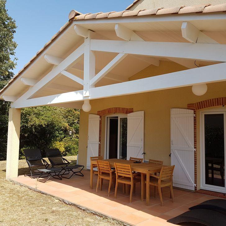 Pose de lambris en PVC blanc en sous toiture au dessus d'une terrasse à Saint Jean 31240